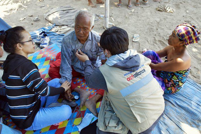 Aardschok op Lombok © Jaco Klamer www.klamer-staal.nl