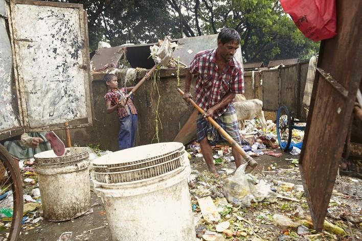 Sappelen en sloven in Bangladesh