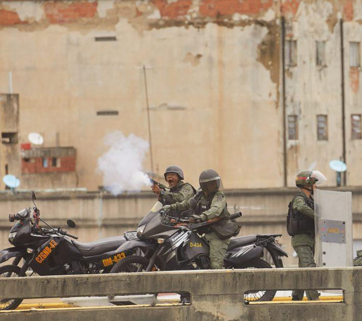 Venezolanen vechten voor vrijheid © Jaco Klamer www.klamer-staal.nl